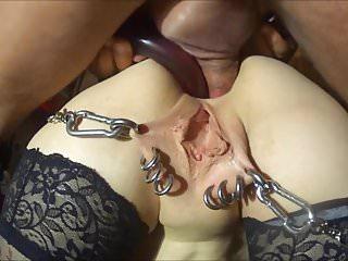 SKLAVIN-Z an her streched ass
